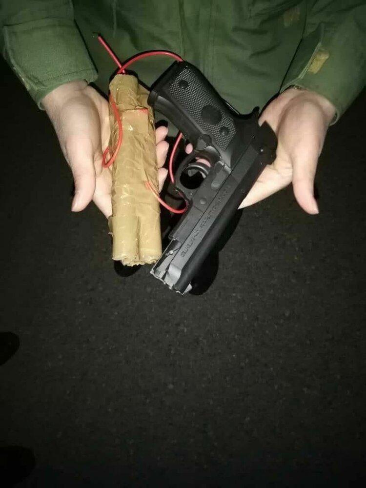 ببینید   اسلحه پلاستیکی و بمب چوبی هواپیما رُبای پرواز اهواز - مشهد!