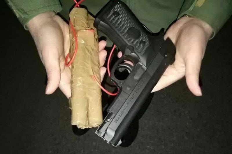 ببینید | اسلحه پلاستیکی و بمب چوبی هواپیما رُبای پرواز اهواز – مشهد!