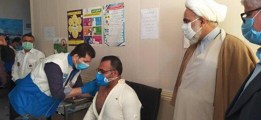 ۳۵ دوز واکسن ضد کرونا به جانبازان و خانواده شهدا در آبادان تزریق شد