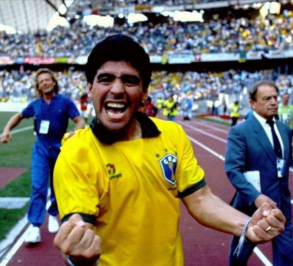 مارادونا با لباس یک تیم منفور!/عکس