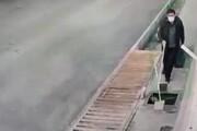 ببینید   سقوط نابینا در کانال بدون دریچه و محافظ پیادهرو