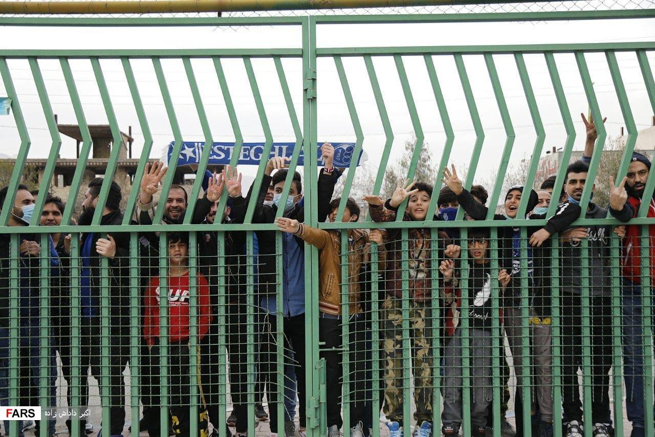 فحاشی به بازیکنان استقلال در روز پرتماشاگر شهرقدس/عکس