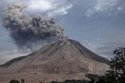 ببینید | آتشفشان سینابونگ در اندونزی بار دیگر فوران کرد