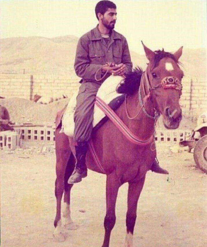 تصویری دیده نشده از سردار سلیمانی سوار بر اسب