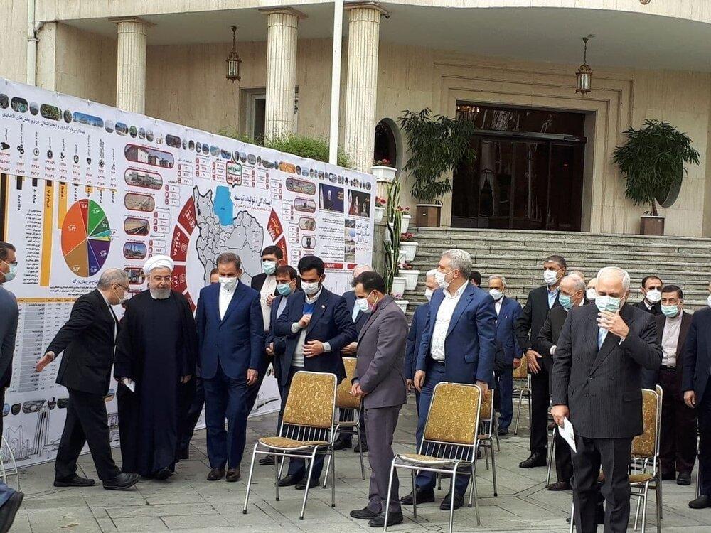 آخرین جلسه متفاوت هیئت دولت در سال ۹۹ + عکس