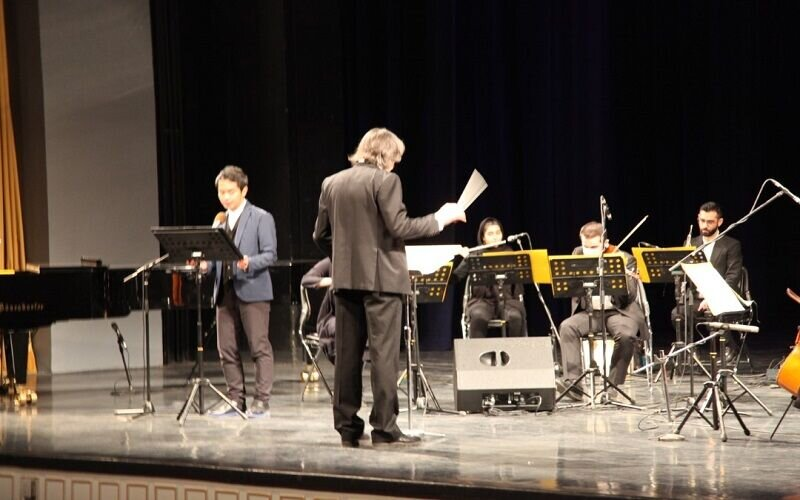 اجرای کنسرت کتاب «قلبی بزرگتر از جهان» به زبان ژاپنی
