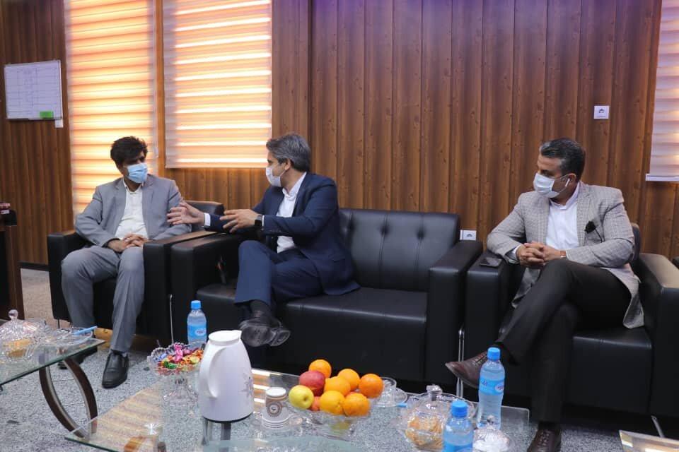 قائم مقام ستاد اجرایی خدمات سفر قشم از اسکله های لافت و پهل بازدید و با فرماندار شهرستان خمیر دیدار کرد