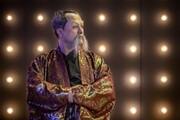 انتقاد از رقص نازیبای رامبد جوان در «خندوانه»