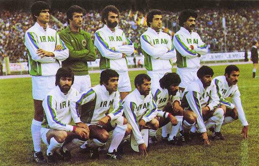ستاره های بزرگ تیم ملی در حال اقامه نماز/عکس