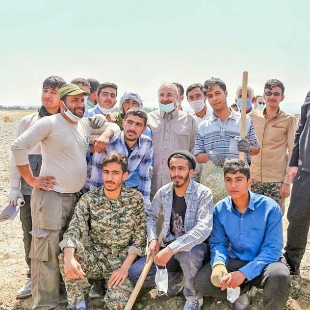 واکنش کنایه آمیز حسام الدین آشنا به سفرهای استانی قالیباف و رئیسی