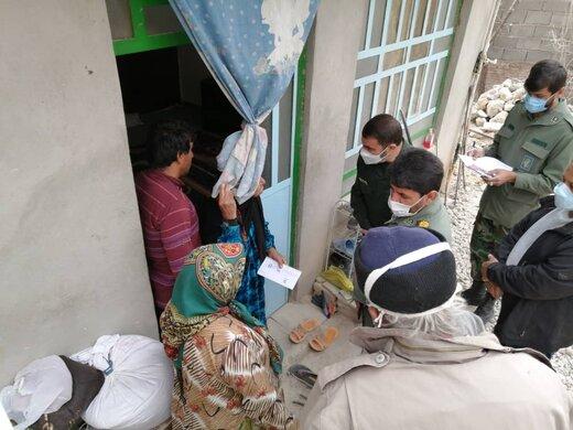 توزیع هدایای فرمانده کل سپاه بین زلزله زدگان سی سخت