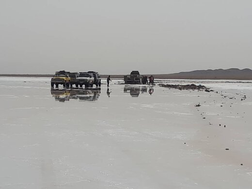 ورود به دریاچه نمک دامغان بدون راهنمای محلی خطرناک است