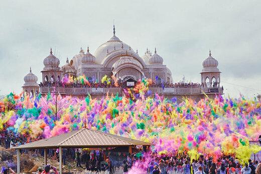 ببینید | جشنواره رنگها، فرصتی برای کتکزدن مردان هندی!