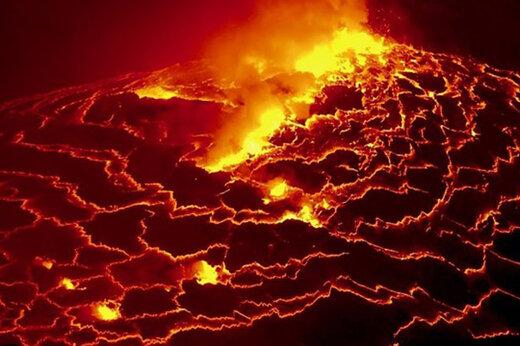 ببینید | والیبال در کنار آتش فشان داغ  ایسلند