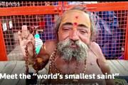 ببینید | تصویری از کوتوله ترین قدیس هندوی جهان با 45 سانت قد