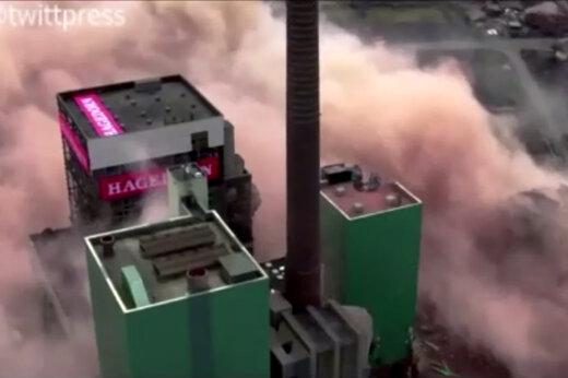 ببینید | لحظه تخریب کارخانه تولید برق در آلمان با TNT