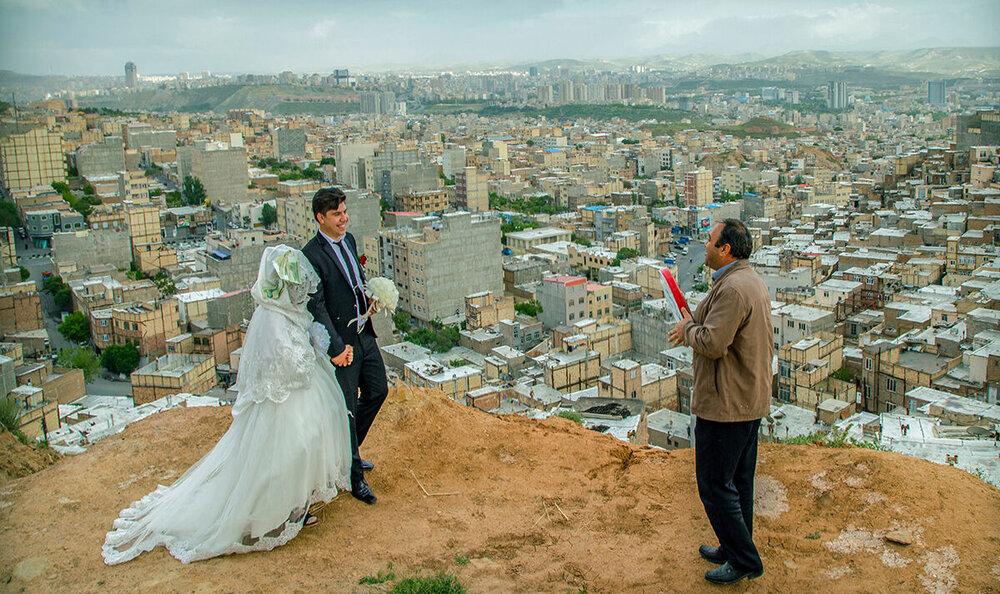 عروسی در ارتفاعات؛ غوغای مسابقه فوتبال در کلاس/ برگزیدگان جشنواره عکس هشت