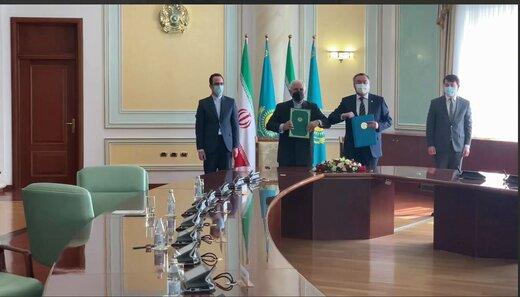 ايران وكازاخستان توقعان على وثيقة لتعزيز التعاون الثنائي
