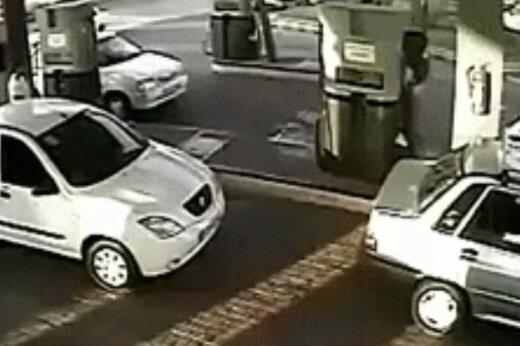ببینید | آتش گرفتن یک مرد در پمب بنزین
