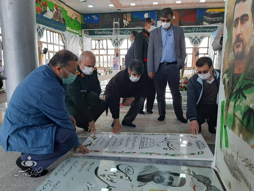 عکسی از فاتحه خوانی رئیس سازمان بسیج بر سر مزار سردار سلیمانی