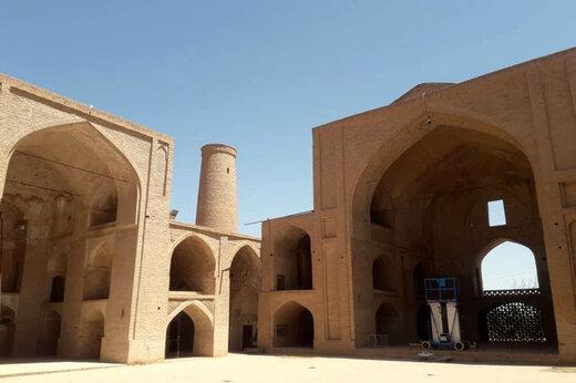 ببینید | حمله موریانهها به مسجد جامع اردستان