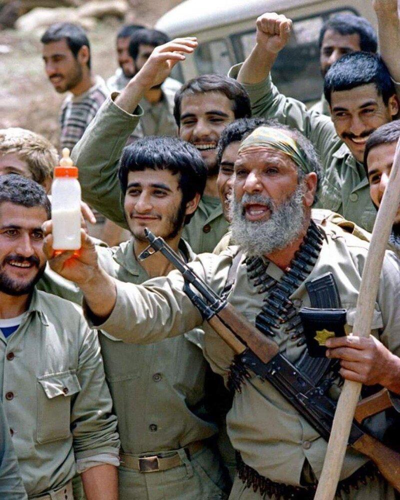 عکس   رجزخوانی خبرساز و تاریخی یک رزمنده برای صدام حسین
