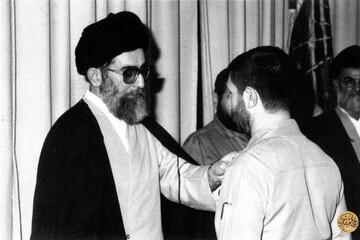 ببینید | لحظات منتشرنشدهای از اعطای درجه سپهبدی صیاد شیرازی توسط حضرت آیتالله خامنهای