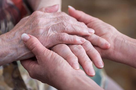 ببینید | زن 104 ساله شگفتی آفرید و مورد تشویق قرار گرفت!