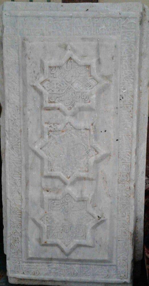 عکس   کشف سنگ مزار وزیر شاه تهماسب در همدان