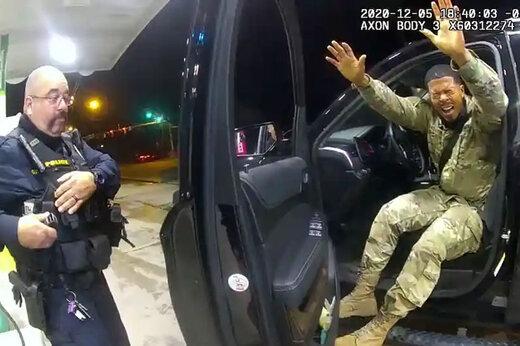 ببینید | رفتار خشونت آمیز مامور پلیس آمریکا با یک نظامی سیاهپوست