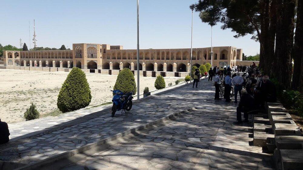 «بالاتر از سیاهی» رنگی برای تشریح وضعیت کرونایی اصفهان!/واکسیناسیون عمومی راه عبور از بحران