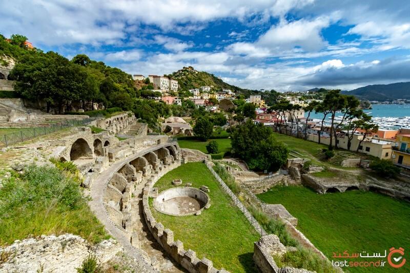 شهر لوکس، باستانی و مغروق بایا یا لاسوگاس ایتالیا