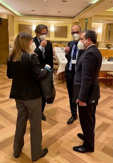 گفتوگوی عراقچی با نمایندگان تروئیکای اروپایی در حاشیه نشست وین