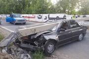 ببینید | سقوط تیر چراغ برق روی پراید و نجات معجزهآسای راننده از میان آهنپارهها