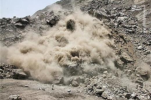 ببینید | ریزش کوههای اطراف گناوه بر اثر زلزله
