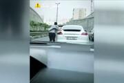 ببینید | حرکت خطرناک یک شهروند در یکی از بزرگراههای تهران