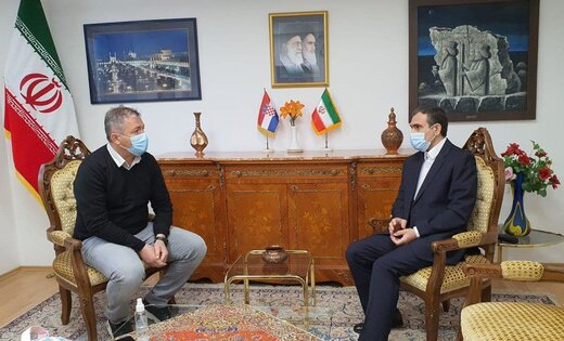 هدیه اسکوچیچ به سفیر ایران در کرواسی/عکس