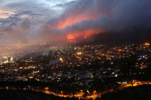 ببینید | آتش سوزی گسترده در پارک ملی شهر کیپ تاون