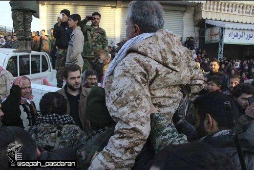 تصاویری از مرحوم سردار محمدعلی حقبین پس از آزادسازی «نبل و الزهرا» در میان شادی مدافعان حرم
