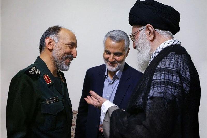 ببینید | تصاویر دیده نشده از سردار حجازی و حاج قاسم در مراسم افطاری