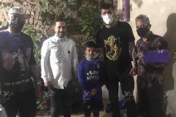 دیدار مدافع مغضوب استقلال با پسربچه باغیرت استقلالی!/عکس