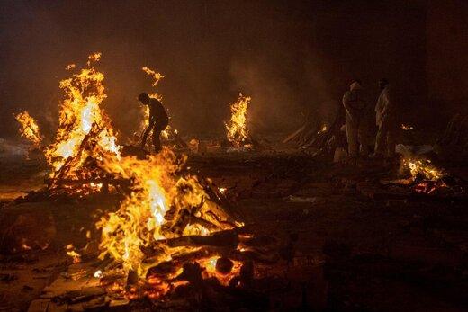 تصویری تکاندهنده از هیولایی که در حال بلعیدن مردم است/عکس