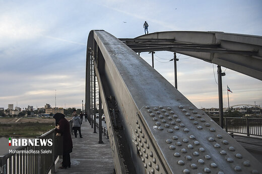 تفریح پر خطر بر روی پل سفید