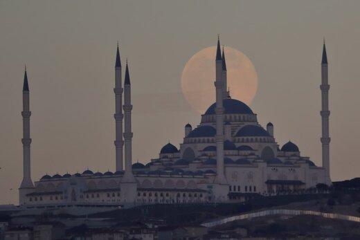تصاوير زيبا از اَبَر ماه شب گذشته در نقاط مختلف جهان