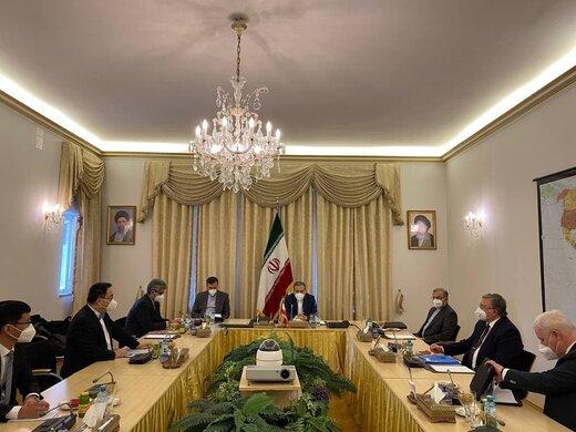 نشست هیأتهای ایران، چین و روسیه قبل از آغاز نشست کمیسیون مشترک برجام