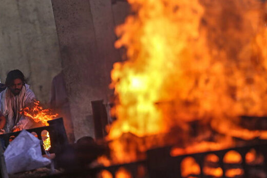 ببینید | تصاویری وحشتناک از سوزاندن اجساد قربانیان کرونا در هند