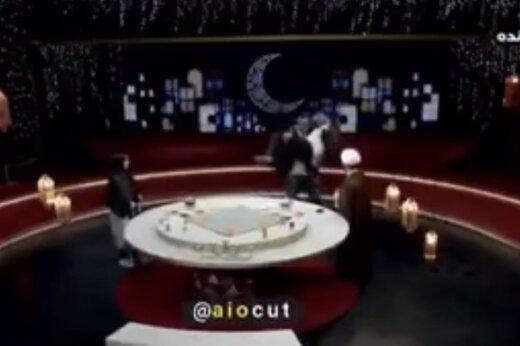 ببینید | جلو بازو زدن پیشکسوت بدنسازی با استفاده از مجری در برنامه زنده!
