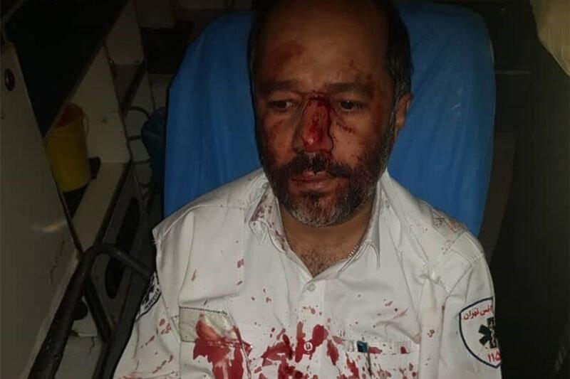 ببینید | کتک زدن شدید مامور اورژانس توسط همسر بیمار در تهران