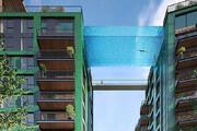 ببینید | تجربه هیجان و ترس هنگام شنا در استخر معلق لندن