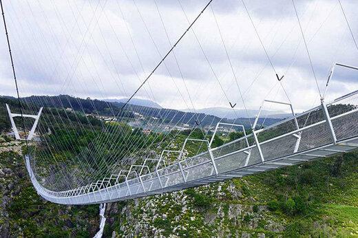 ببینید   افتتاح حیرتانگیزترین و طولانیترین پل معلق جهان عابر در پرتغال